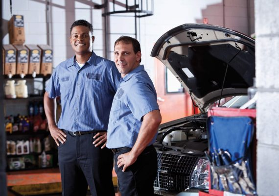 iStock_000021771326_XXXLarge_auto shop_two techs_sm