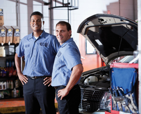 iStock 000021771326 XXXLarge auto shop two techs sm scaled